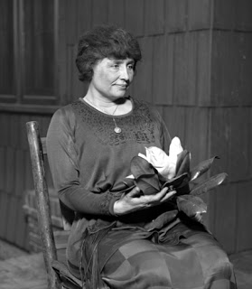 Hellen_Keller_circa_1920