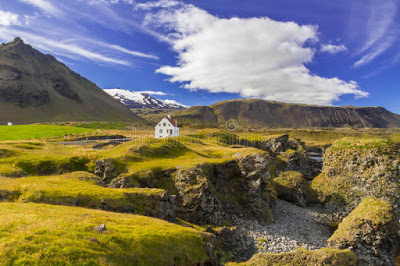 lonely-house-secluded-western-fjords-iceland-34931530