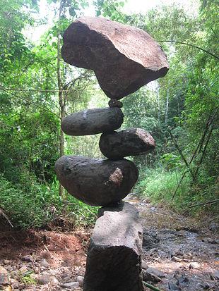 310px-Rock_balancing_(Counter_Balance)